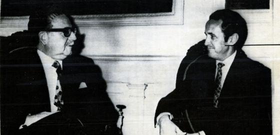 Salvador Allende recibe al ministro español Gregorio López Bravo, en 1971. / UPI