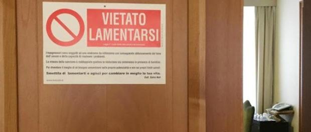 """""""Prohibido quejarse"""" Cartel del Papa Francisco"""