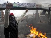 Manifestantes hacen barricadas por reelección de Evo Morales